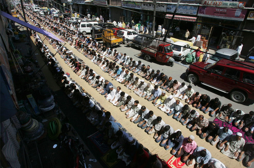 kashmiri muslim offer prayer on a street