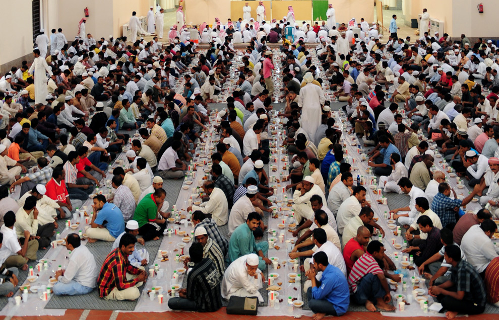 muslim men break their fast