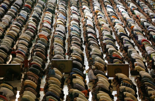 muslim prayer at al akbar mosque