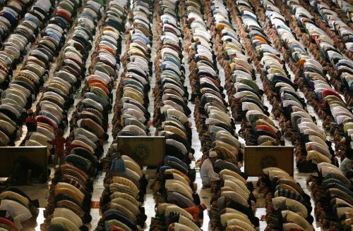 muslim prayer at al akbar mosque